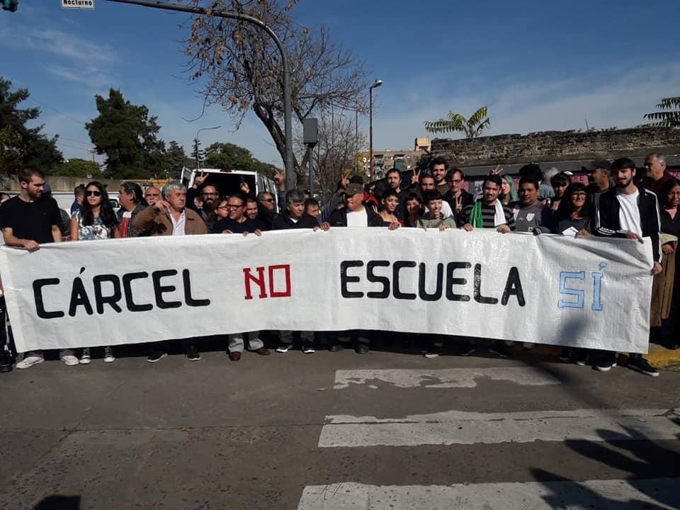 Bajo Flores: vecinos se movilizaron contra la construcción de un centro penal juvenil